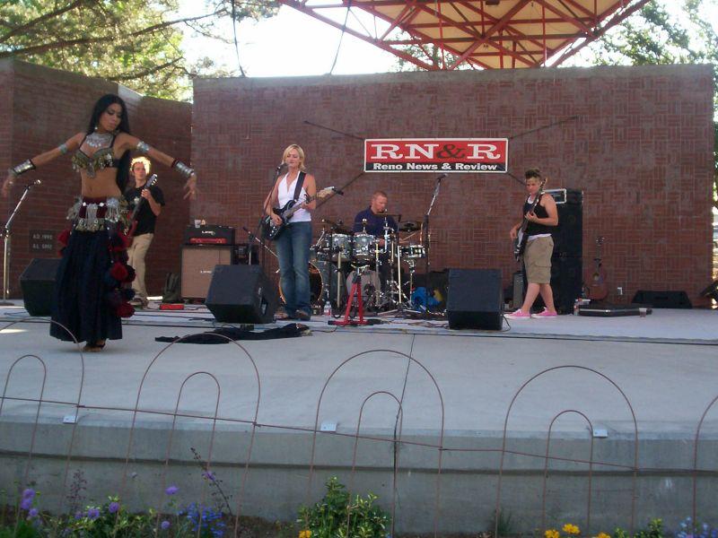 Kate Cotter Band and Shaska Hicks dancing