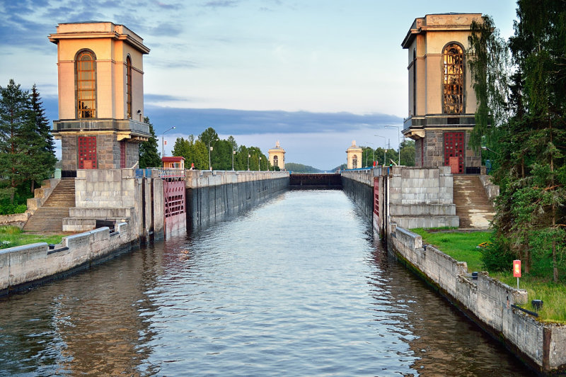 RUS_0200: Approaching one of the many locks