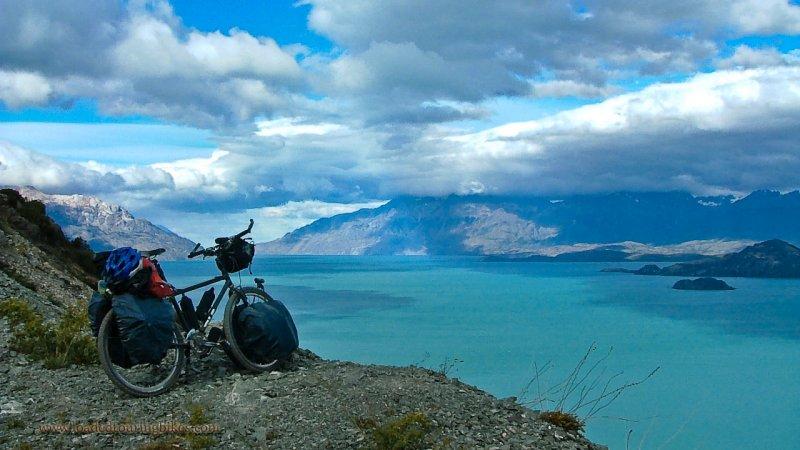384    Lucas touring Chile - Trek 970 touring bike