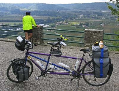 047  George & Laura - Touring France - Rodriguez Toucan Travel touring bike