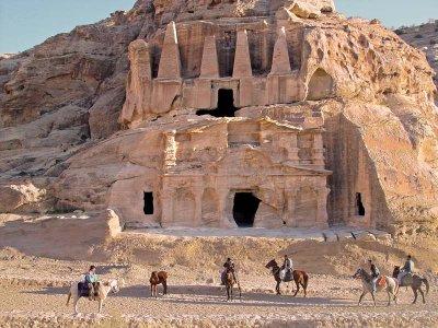 0090 Obelisks / Triclinium Tombs.jpg