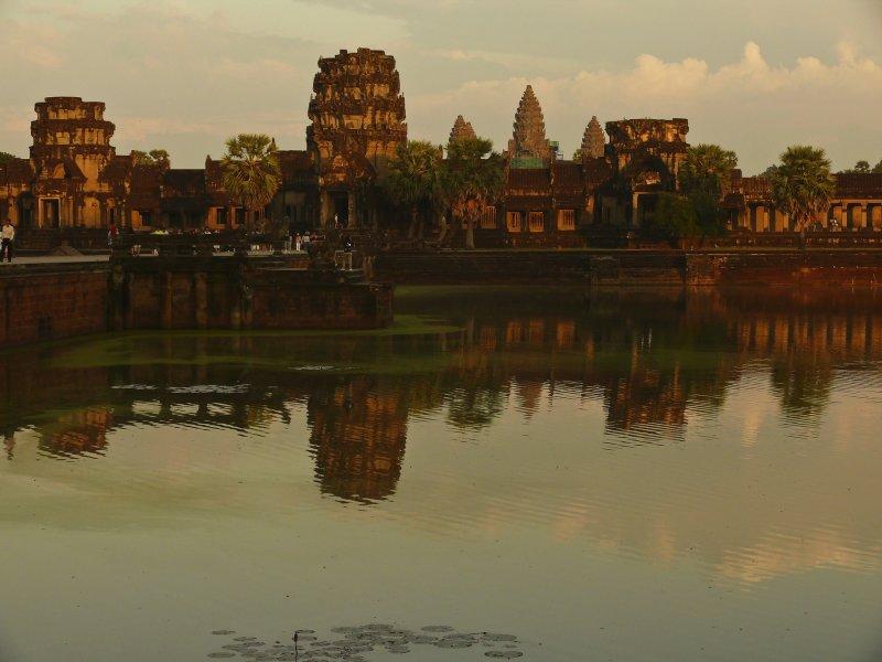 Angkor Wat sunset 1.jpg
