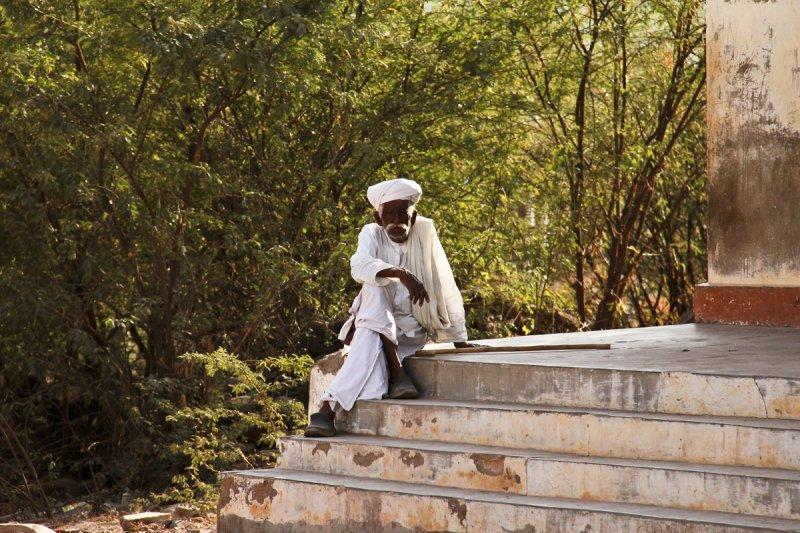 Kutch man in white.jpg