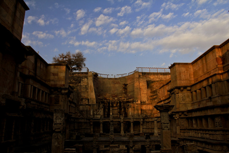 Patan step well 05.jpg