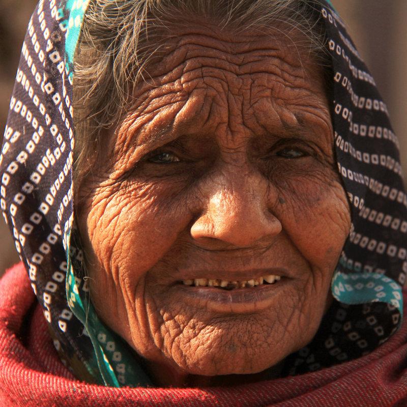 Patan old woman square.jpg