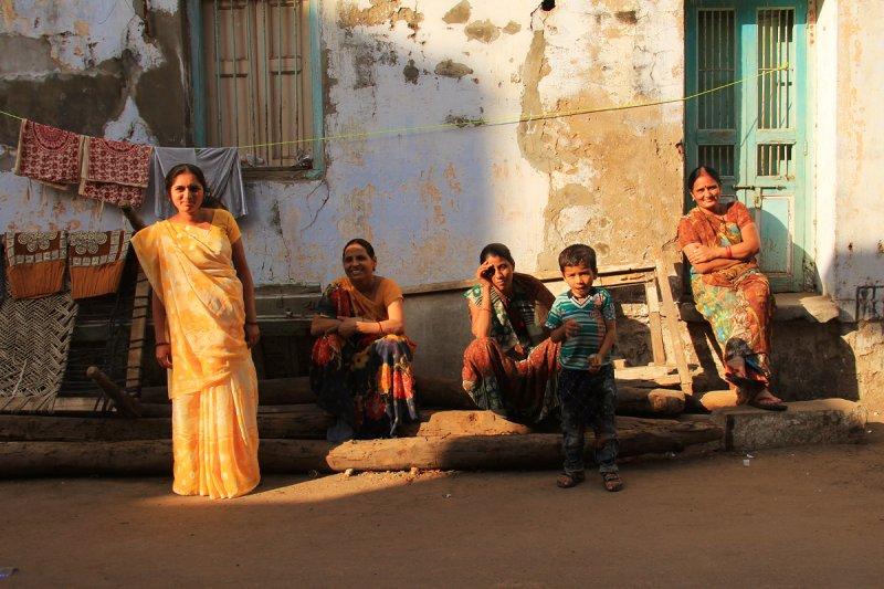 Patan group of women and children.jpg