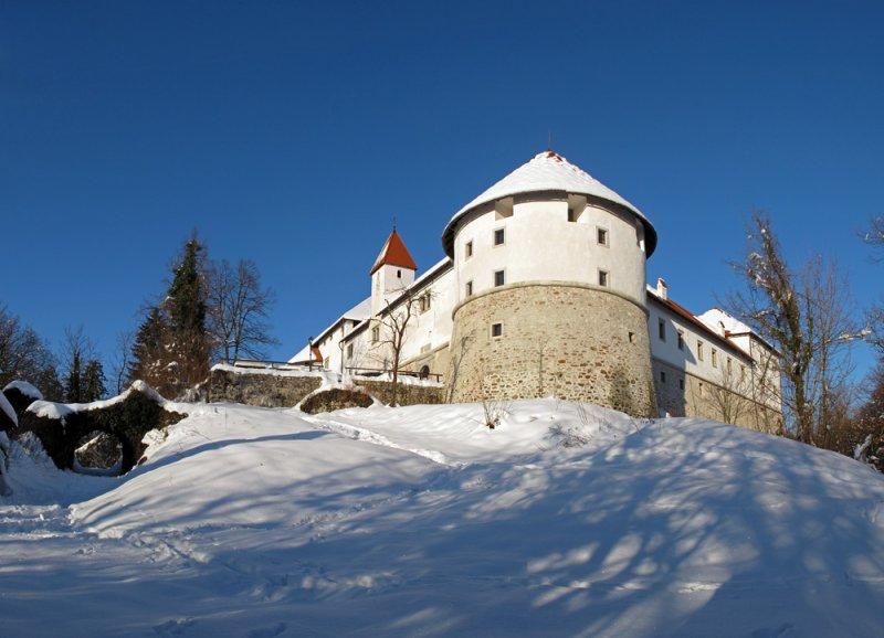 Castle Turjak - grad Turjak (Panorama 33ok.jpg)