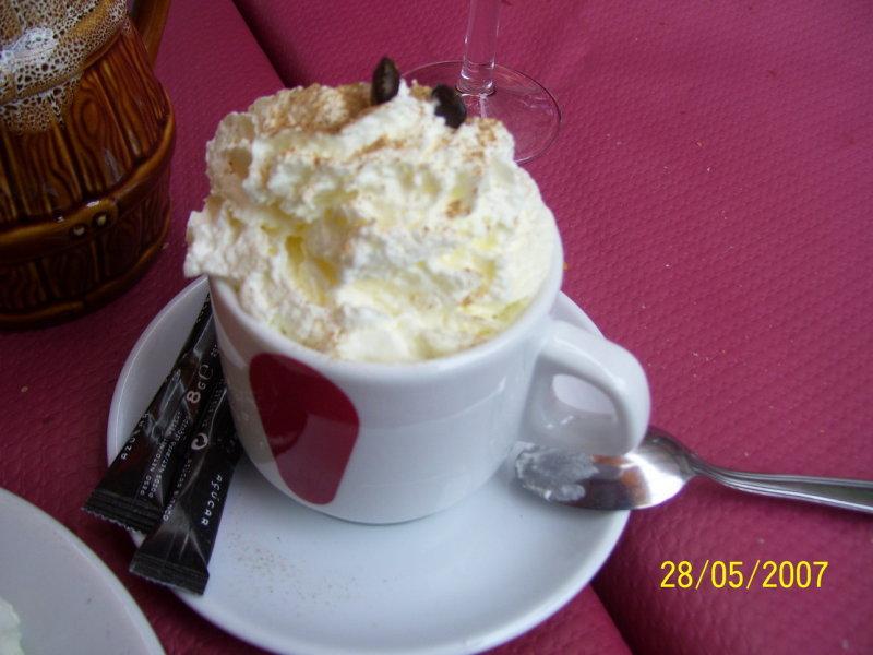Taka sie tam pije cappuccino. Z bita smietana. / Cappuccino Andora style - with whipped cream!