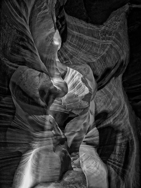 Antelope_Canyon_BW.jpg