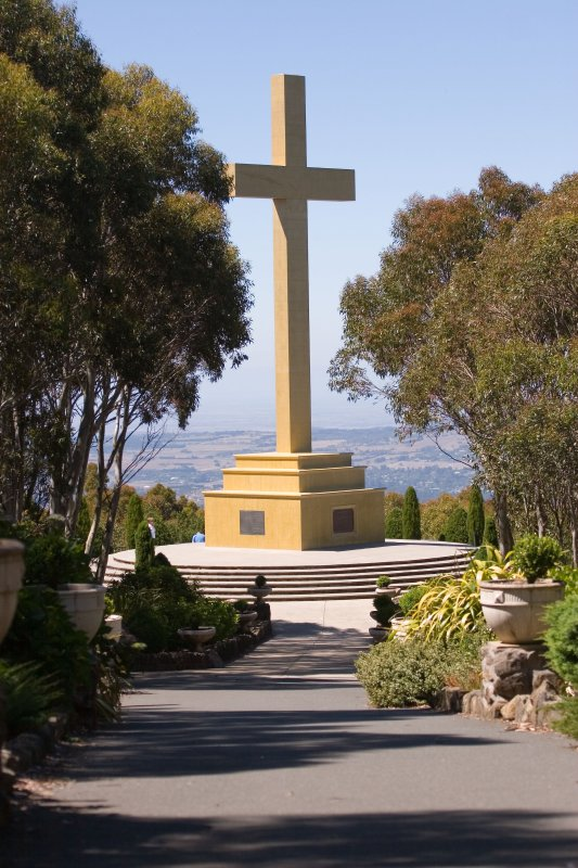 Mt Macedon Memorial Cross3.jpg