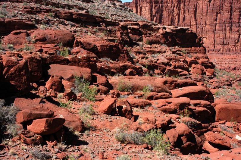 Mini-plateau fades into rubble and a cliff