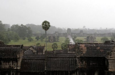 Ankor in the rain 444.jpg