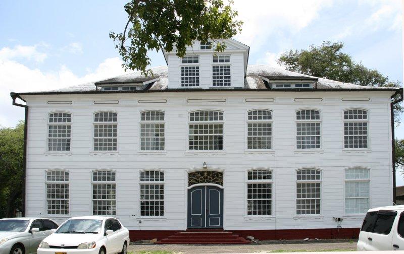 Rear of the du Plessis residence  -  Achterzijde van het du Plessis huis.