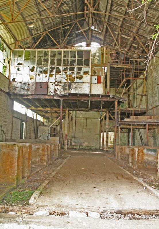 Ruins of the rum factory  -  Ruïne van de rumfabriek