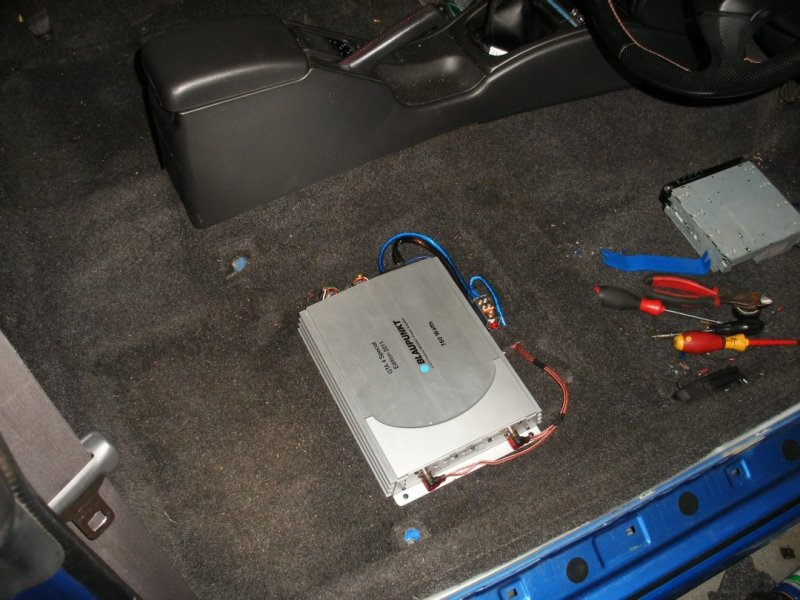 Subaru P1 under seat amplifier.jpg