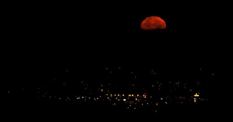 Pocatello Moonset - Just before a total lunar eclipse Dec 10 2011 _DSC3061.jpg