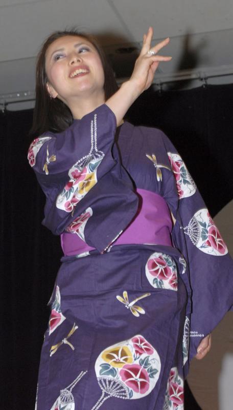 fashion show at ISU Cherry Blossom Festival 2006 _DSC0135.jpg
