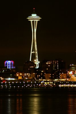 Seattles space needle at night closer