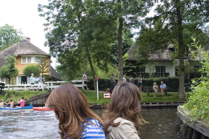 Giethoorn,..which way to go?