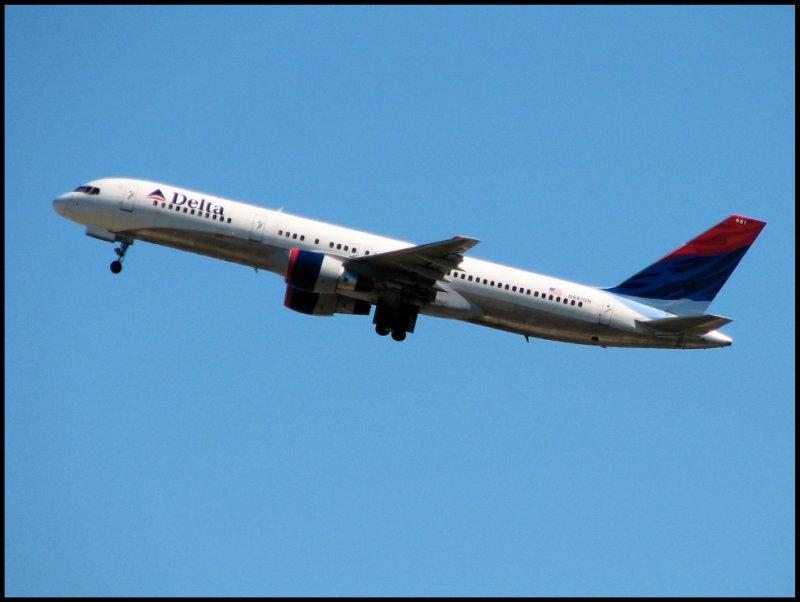 Delta Air Lines Boeing 757-200 (N661DN)