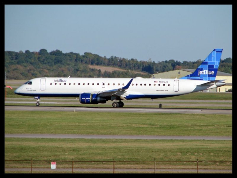 JetBlue Airways Embraer 190 (N206JB)