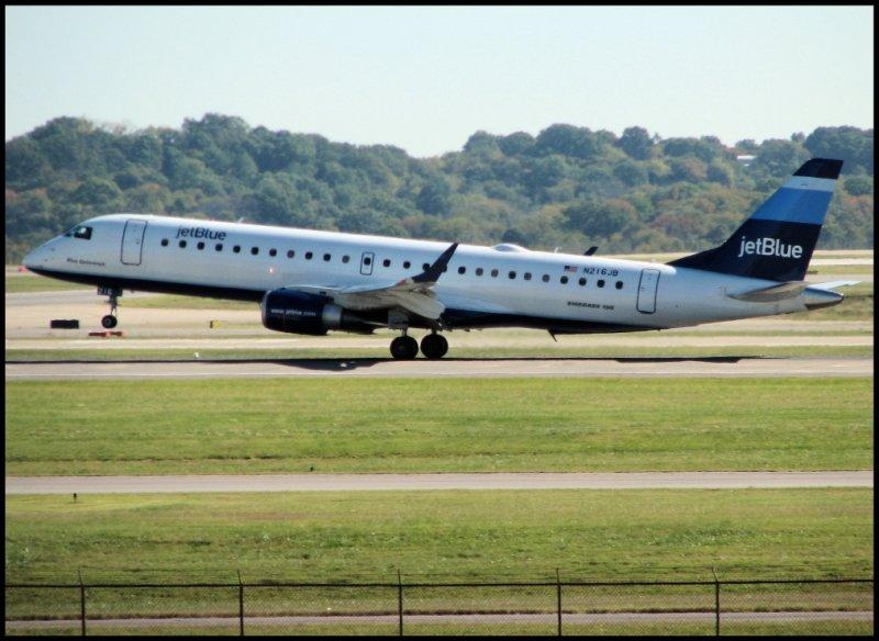 JetBlue Airways Embraer 190 (N216JB)