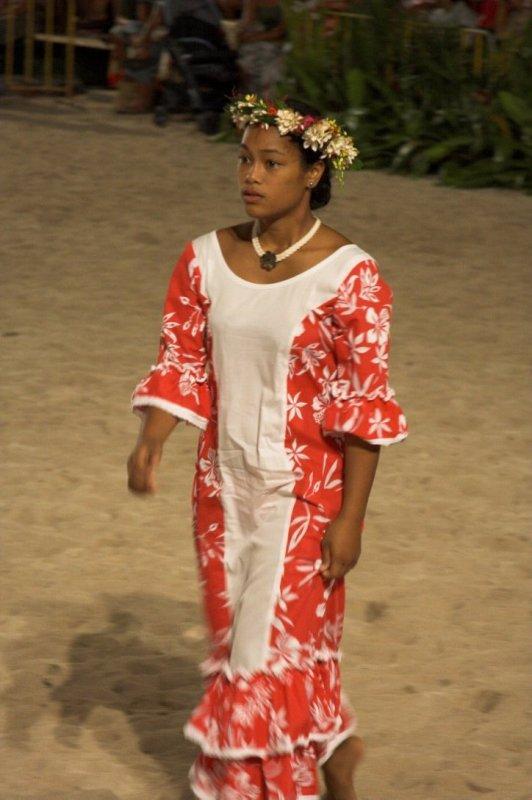 0838 Typical polynesian dress