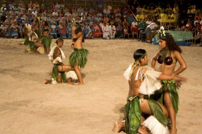 0894 Dancing Tahitians