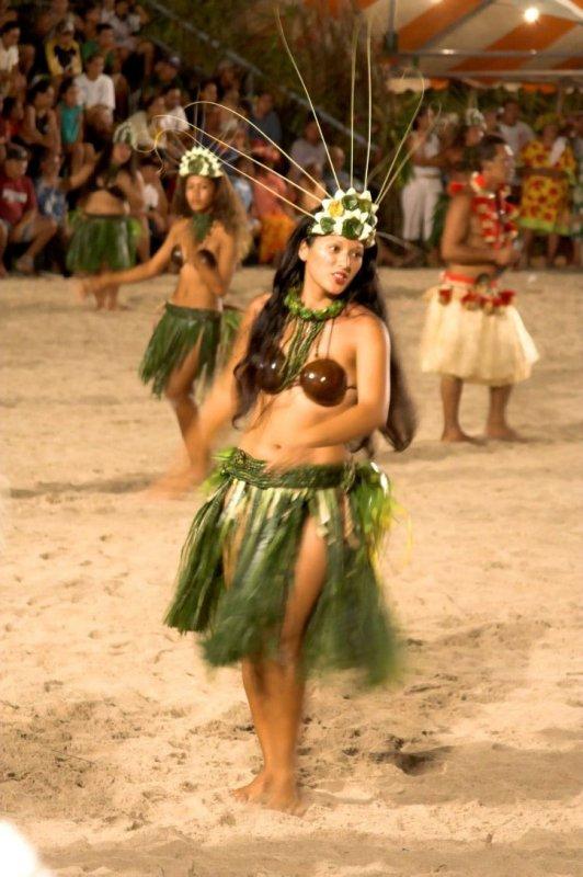 0902 Dancing Tahitians