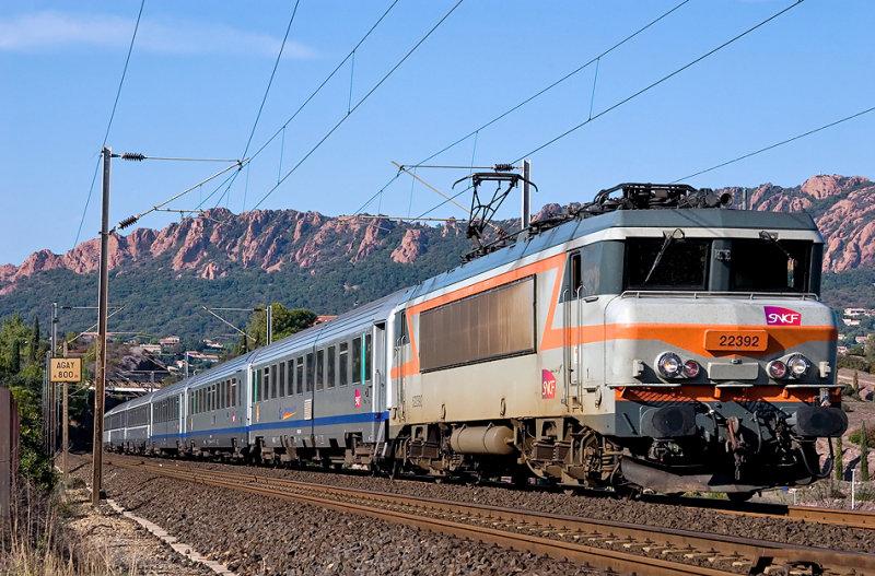 The BB22392 between Agay and Saint-Raphaël.