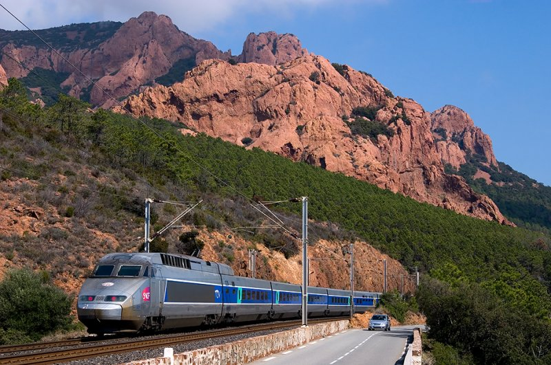 A TGV Réseaux, heading to Nice, between Anthéor and Le Trayas.