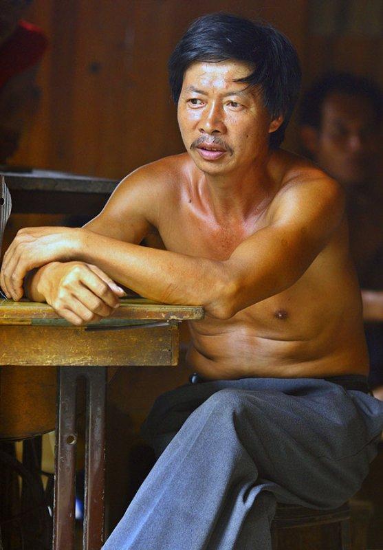 9858 Village tailor.