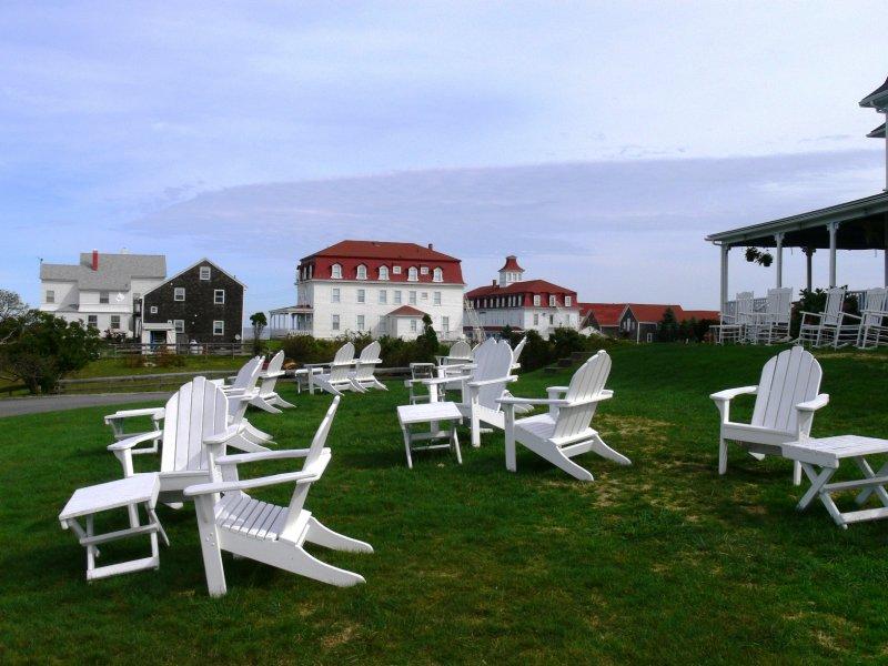 Atlantic Inn lawn