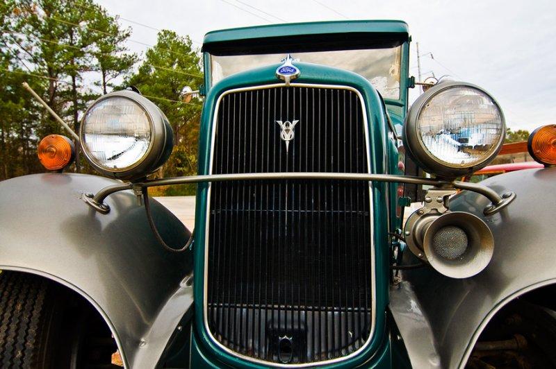 081124-ford-010-   V8 Ford