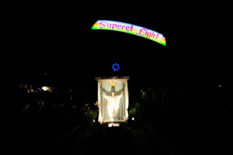 Superet Jesus at Night