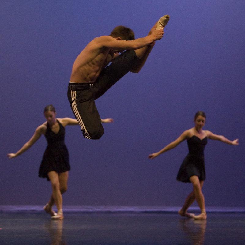 Robert Dekkers in a Spectacular Jump!