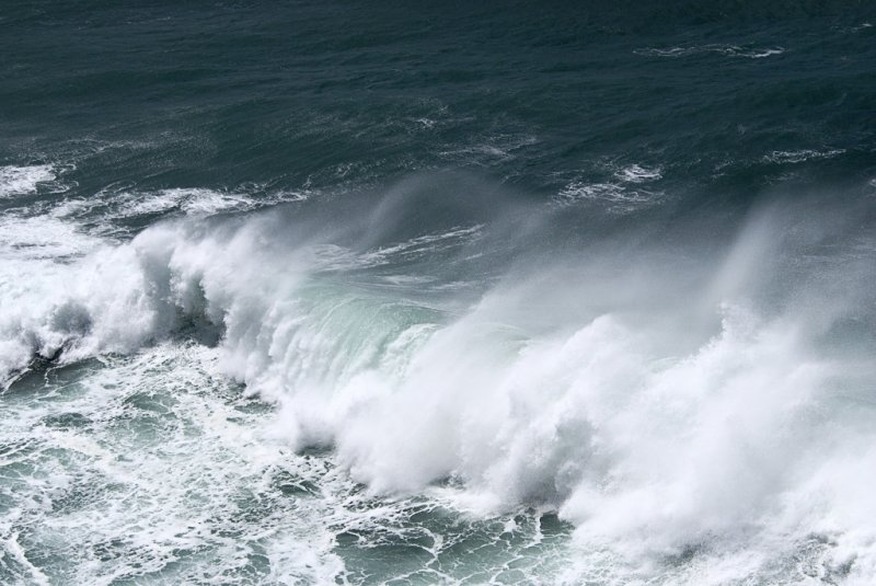 wind and waves getting vicious