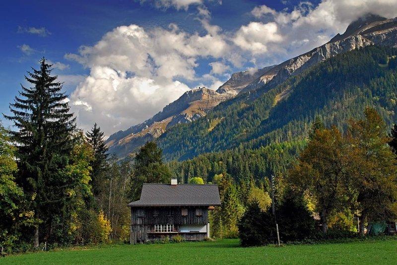 Little house, big mountain! (6379)