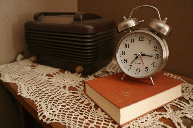 Clock And Radio That  Turn On Themselves