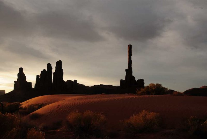 The Totem Poles - Dawn over Monument Valley