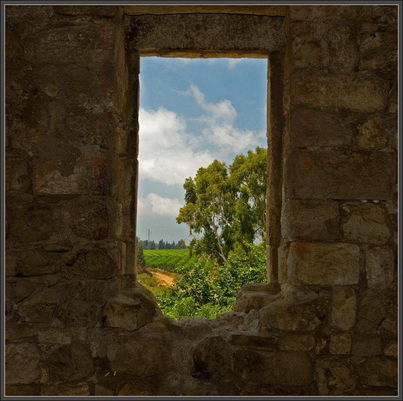 The ruined hacienda in Gaaton