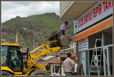 Ispir... putting up a signboard