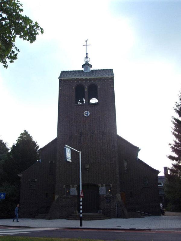 Badhoevedorp, RK kerk, 2008.jpg
