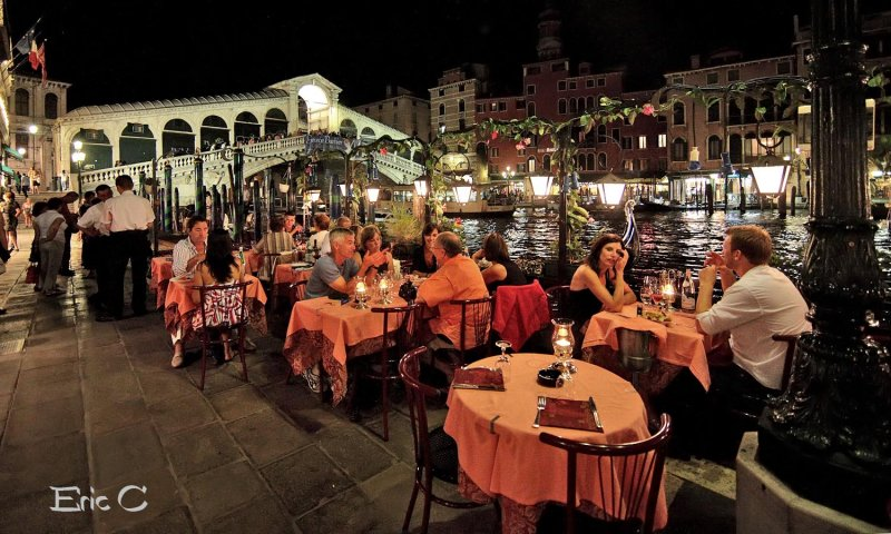 A free table for two persons in the most romantic place in the world...