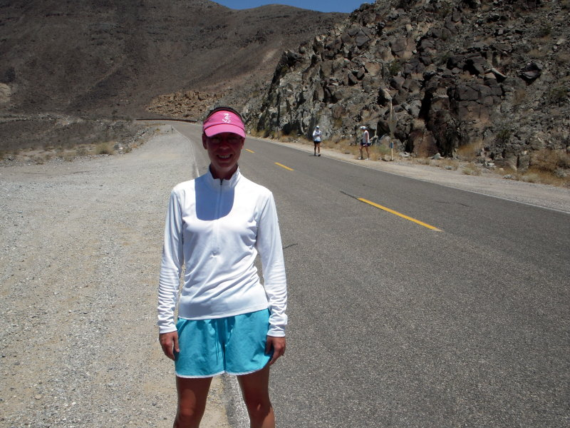 Anita Fromms crew....and here comes Anita as she too doubles back to Badwater!