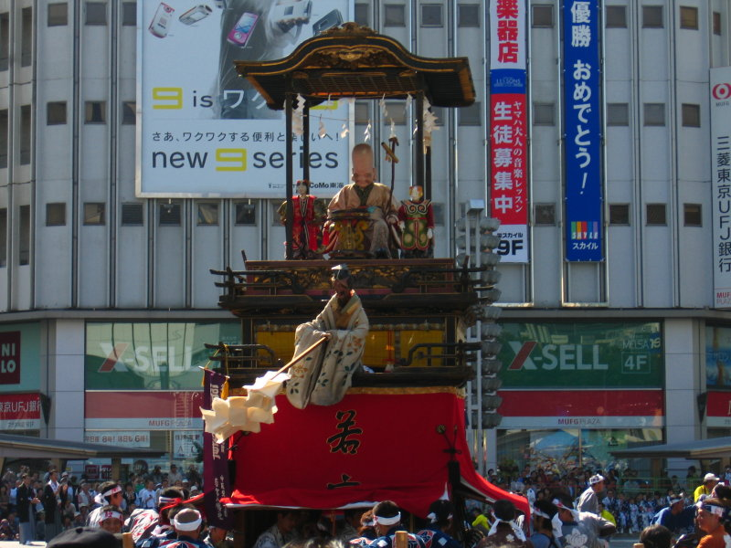 Dashi float amidst the crowd