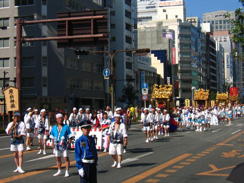 Row of kagura floats on Ōtsu-dōri