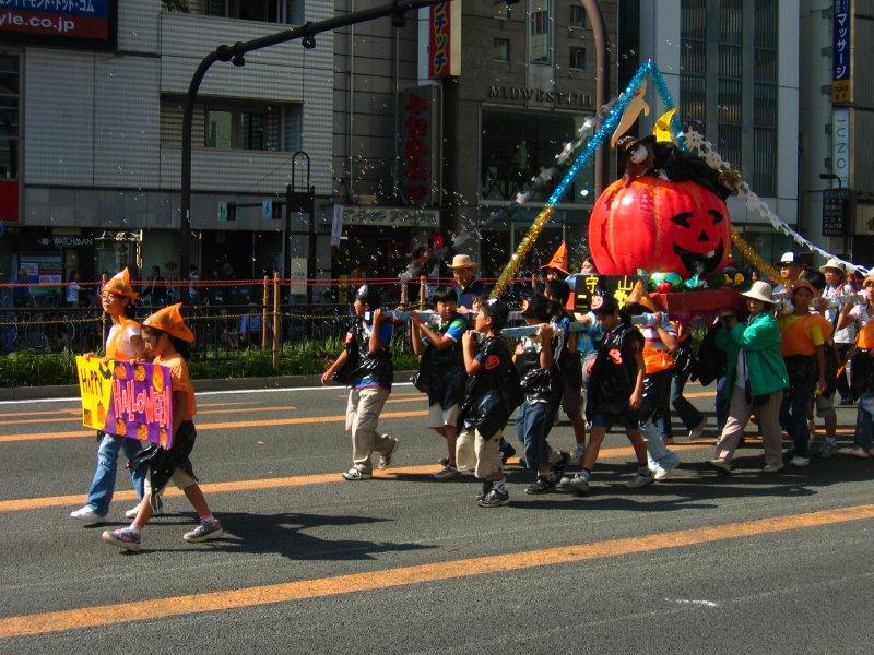 Halloween-themed palanquin
