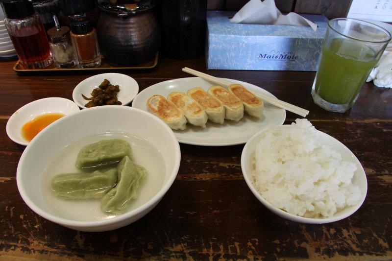 Mizu-gyōza and yaki-gyōza lunch set