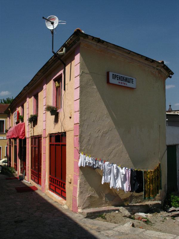 Drying laundry along a Čaršija street